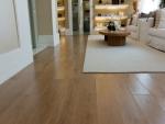piso laminado com alto brilho parece madeira com sinteco
